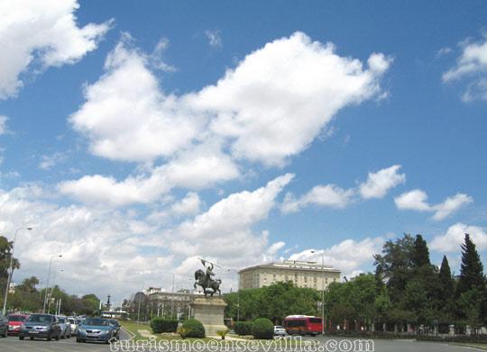 La Avenida del Cid entre el Consulado de Portugal y la Real Fábrica de Tabacos