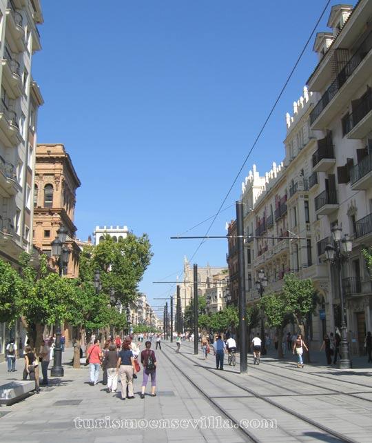 Vista de la Avenida de la Constitución desde Puerta de Jerez