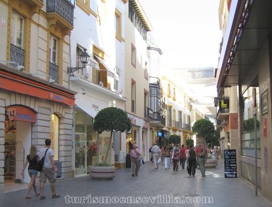 Calle Tetuán en el centro de Sevilla