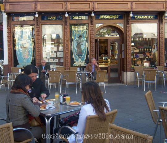 Desayunando en La Campana de Sevilla
