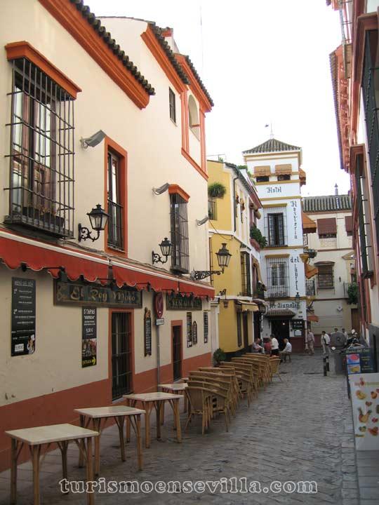 La famosa Hostería del Laurel en el Barrio de Santa Cruz de Sevilla